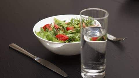 ahorrar agua lavando alimentos 10 Consejos que NO Conocías para Ahorrar Agua en Casa Ahorrar