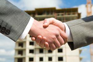 Cómo ganar dinero en bienes raíces sin dinero: X formas que funcionan
